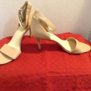 NINE WEST 7.5 M TAN FAUX LEATHER STRAPPY SANDAL